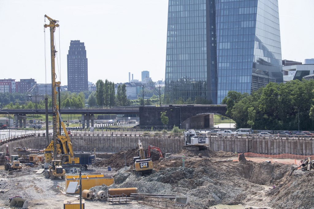 Thousands evacuated in Frankfurt as WWII bomb is found and diffused